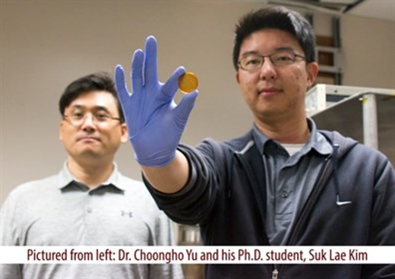 Supercapacitor that can be charged by human body heat