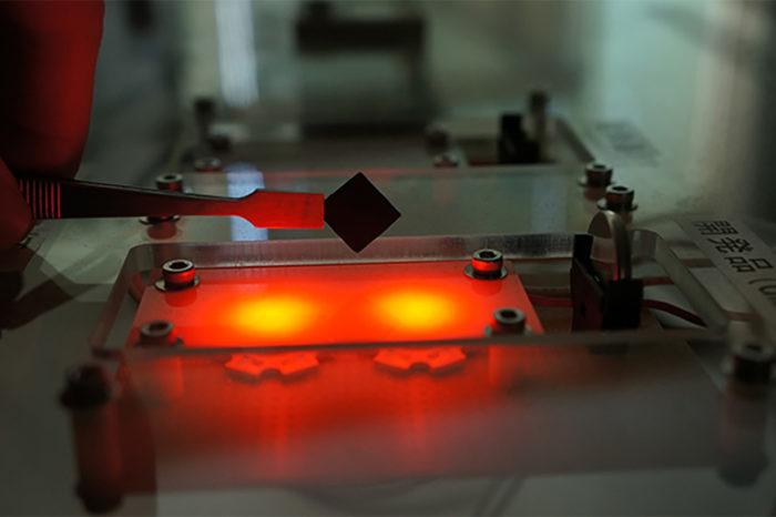 "New materials for 4.4V ""high-voltage"" supercapacitors"