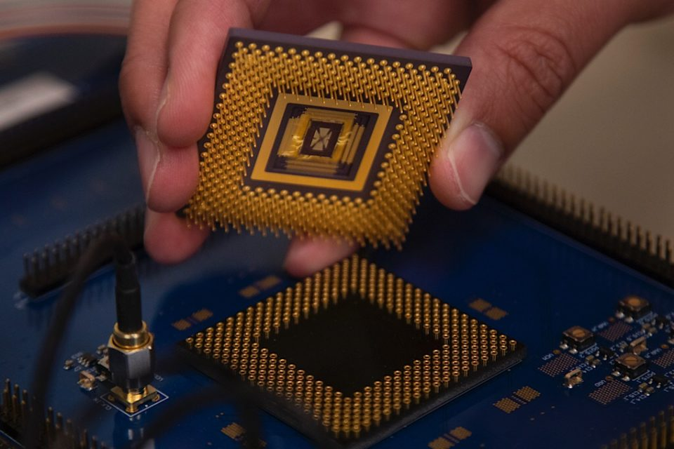 First programmable memristor computer aims to bring AI processing down from the cloud
